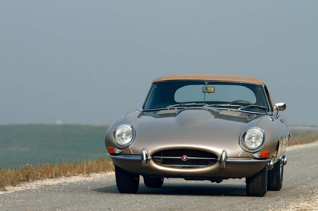 Jaguar-E-type-Series-1 5-4 2-Roadster-07